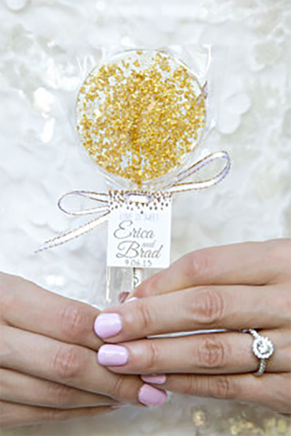 Gold wedding favors with sparkle. It's a lollipop! Andrea also makes them in heart shapes. There's a link to them in the blog post. Scroll to number 31. #uniqueweddingfavors #cheapweddingfavors #ediblefavors #candyfavors